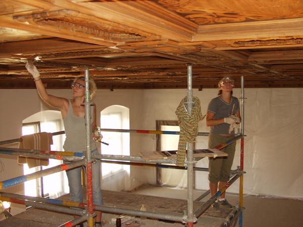 Restaurierung der aufwändig intarsierten Kassettendecke des Deutschen Saals in der Residenz zu Landshut